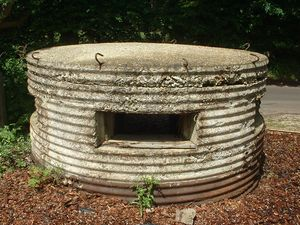 800px-Pillbox Type 25, Sheephatch Lane (front).JPG
